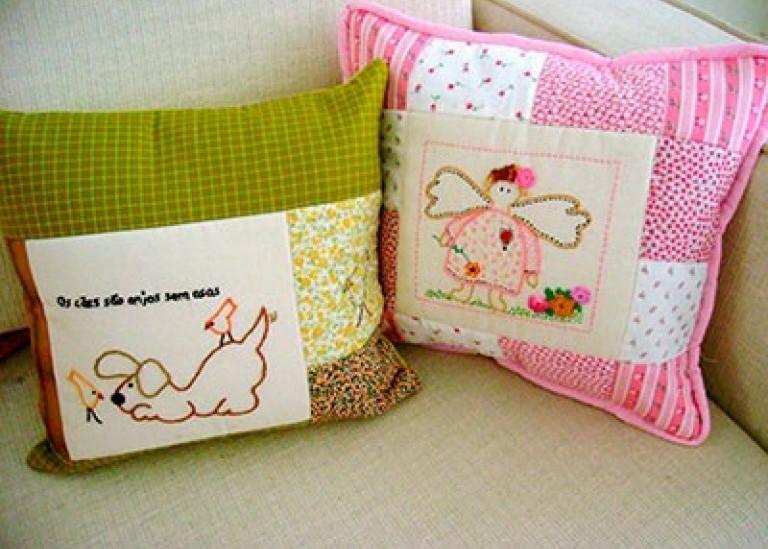 Декоративные подушки в интерьере спальни. Выбор цвета и материала