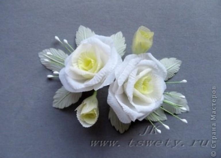 Гофрированная белая роза из ткани