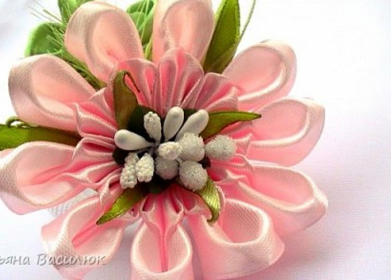 Цветок канзаши из ленты 2,5 см