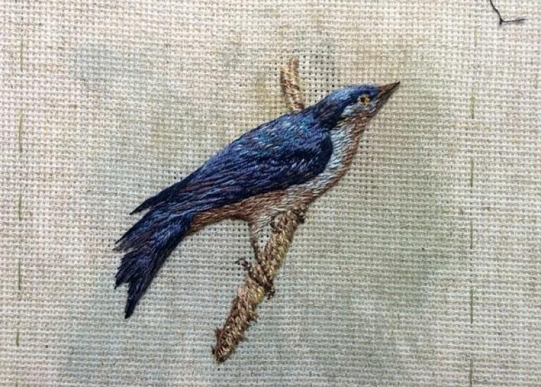 Вышивка лесной птички в объемной технике