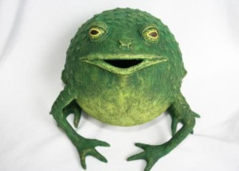 Копилка-лягушка из папье-маше