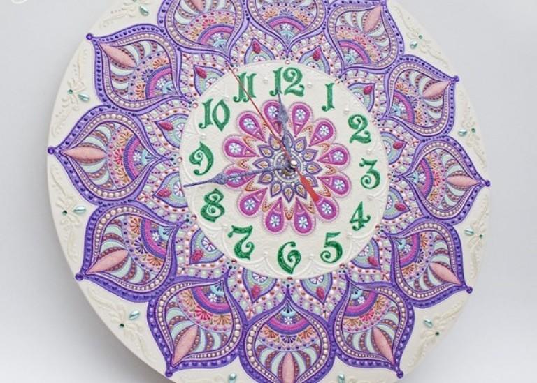Часы «Персидская сирень». Роспись акриловыми контурами