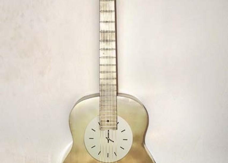 Часы из гитары