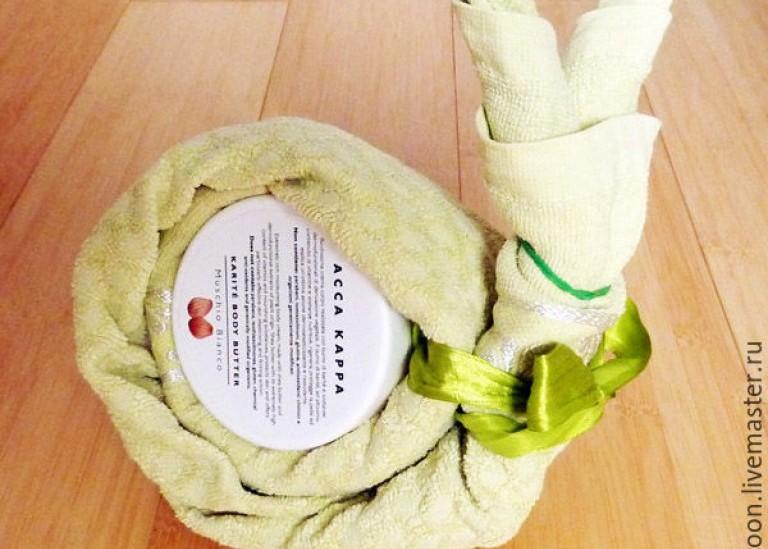 Полотенце как подарочная упаковка своими руками